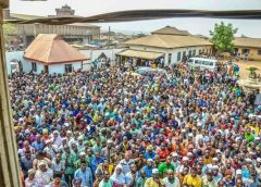 PICTURE SPEAKS: IWO COMMUNITY PROTEST AGAINST DISRESPECT FOR THEIR MONARCH FROM TREACHEROUS LESSER KINGS (BAALE)